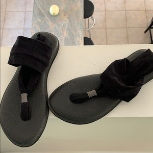Sanuk slingback sandals